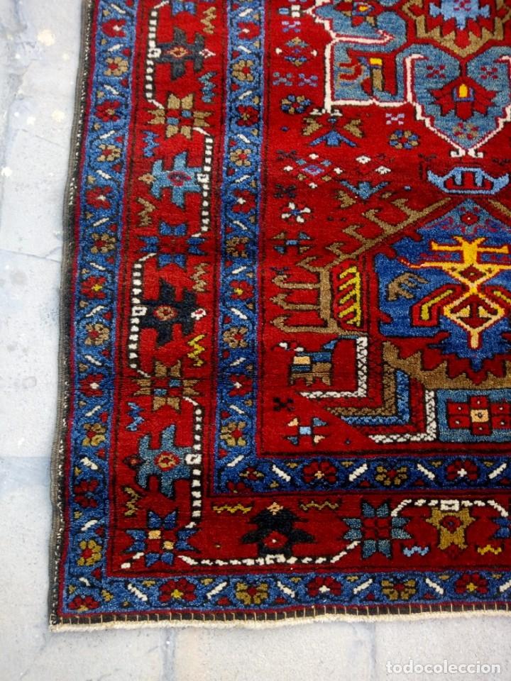 Antigüedades: Antigua alfombra persa de lana hecha a mano,en tonos rojos azules y amarillos,etiqueta de numeración - Foto 6 - 175454569