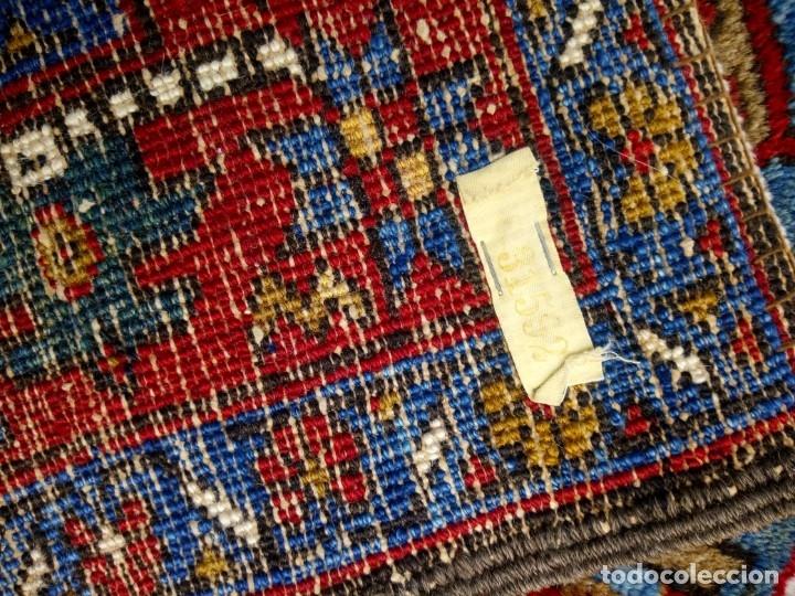 Antigüedades: Antigua alfombra persa de lana hecha a mano,en tonos rojos azules y amarillos,etiqueta de numeración - Foto 8 - 175454569