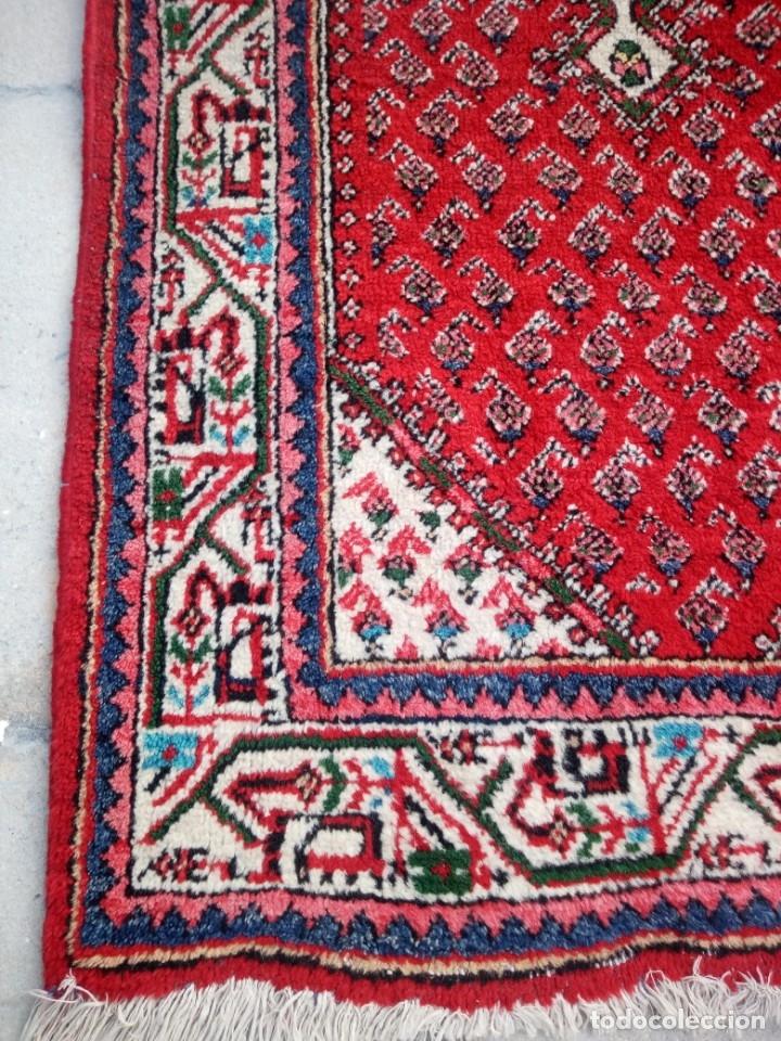 Antigüedades: Antigua alfombra persa de lana hecha a mano,en tonos rojos azules y blancos. - Foto 2 - 175455408
