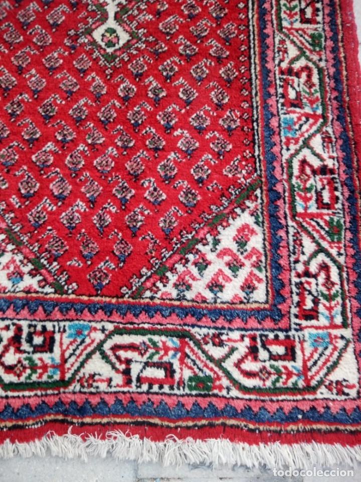 Antigüedades: Antigua alfombra persa de lana hecha a mano,en tonos rojos azules y blancos. - Foto 3 - 175455408