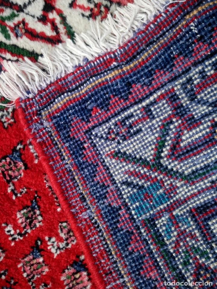 Antigüedades: Antigua alfombra persa de lana hecha a mano,en tonos rojos azules y blancos. - Foto 5 - 175455408