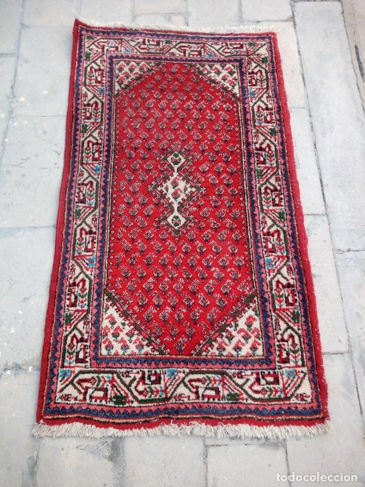 Antigüedades: Antigua alfombra persa de lana hecha a mano,en tonos rojos azules y blancos. - Foto 6 - 175455408