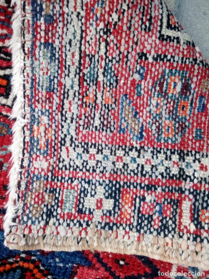 Antigüedades: Antigua alfombra persa lana pura echa amano,en tonos rojos azules y blancos - Foto 5 - 175457153