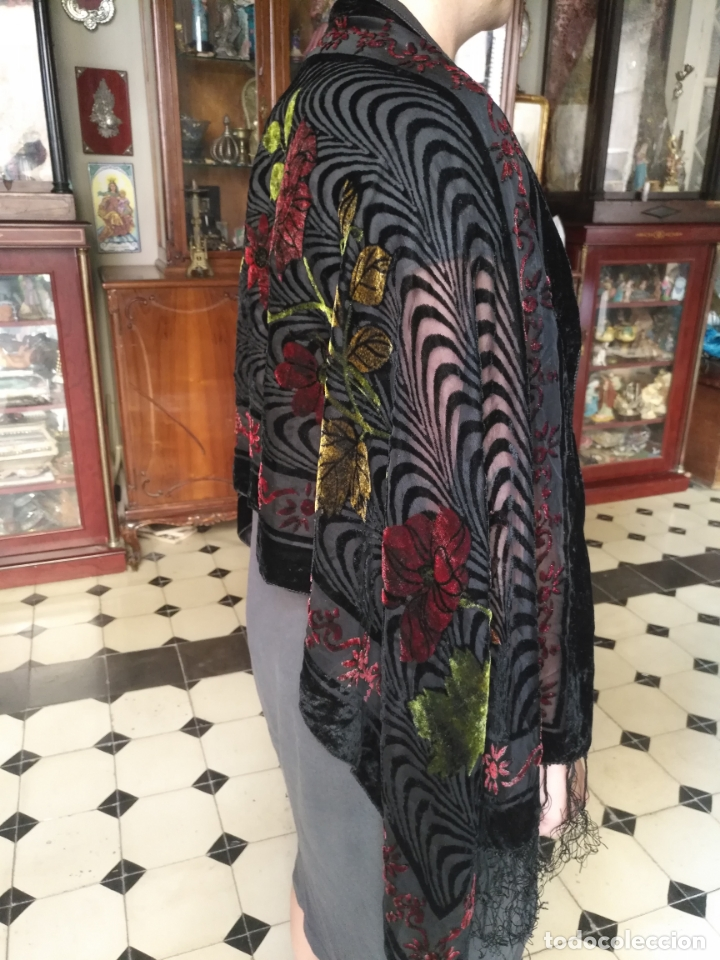 Antigüedades: manton mantoncillo chal terciopelo pintado 160 x 50 cm aprox. mas flecos relive - Foto 10 - 175459423