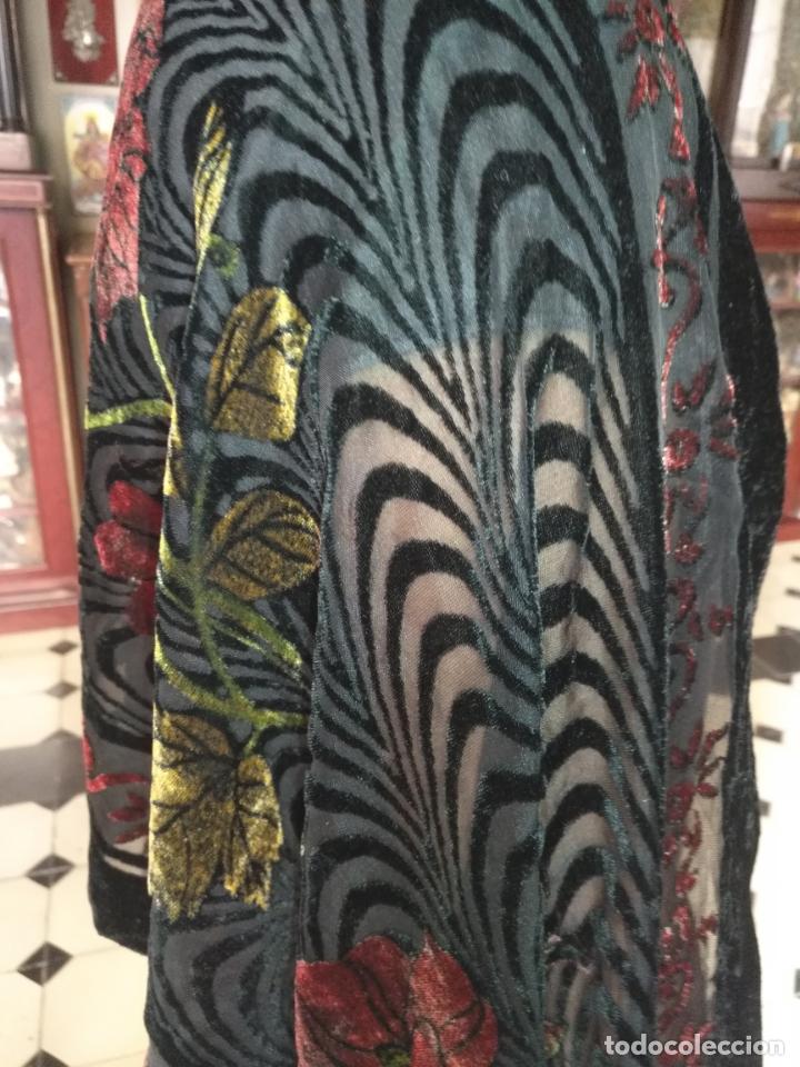 Antigüedades: manton mantoncillo chal terciopelo pintado 160 x 50 cm aprox. mas flecos relive - Foto 11 - 175459423