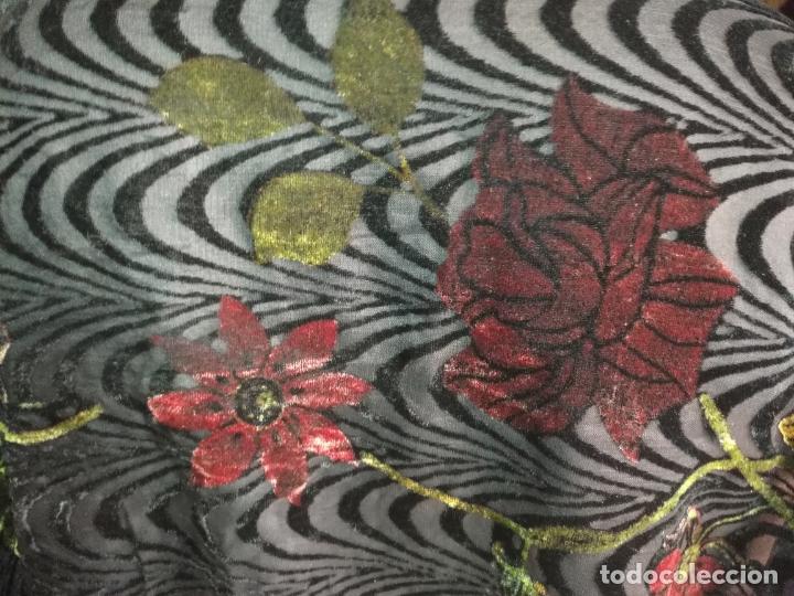 Antigüedades: manton mantoncillo chal terciopelo pintado 160 x 50 cm aprox. mas flecos relive - Foto 12 - 175459423