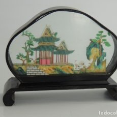 Antigüedades: BONITA DECORACIÓN SOBREMESA CHINA CASTILLO. Lote 175468230