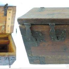 Antiquités: ARCON O CAJA DE CAUDALES, CON 3 CERRADURAS CON SUS LLAVES CON FORMA DE NUMEROS 1, 2, 3, CIERRA CORRE. Lote 175487035