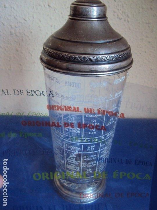 (ANT-190908)COCTELERA DE CRISTAL SOPLADO. TAPA Y BASE DE PLATA. CIRCA 1950 (Antigüedades - Plateria - Varios)
