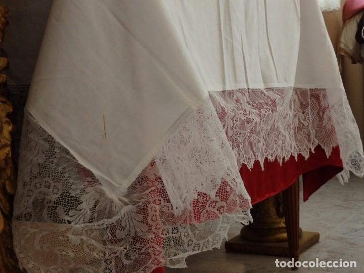 Antigüedades: Mantel de altar confeccionado en algodón, encajes y bordados. Pps. S. XX. - Foto 7 - 175550254
