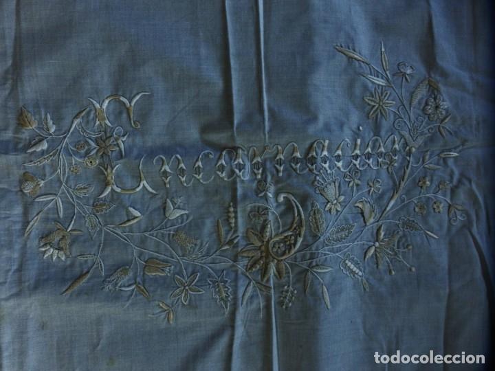 Antigüedades: Mantel de altar confeccionado en algodón, encajes y bordados. Pps. S. XX. - Foto 10 - 175550254