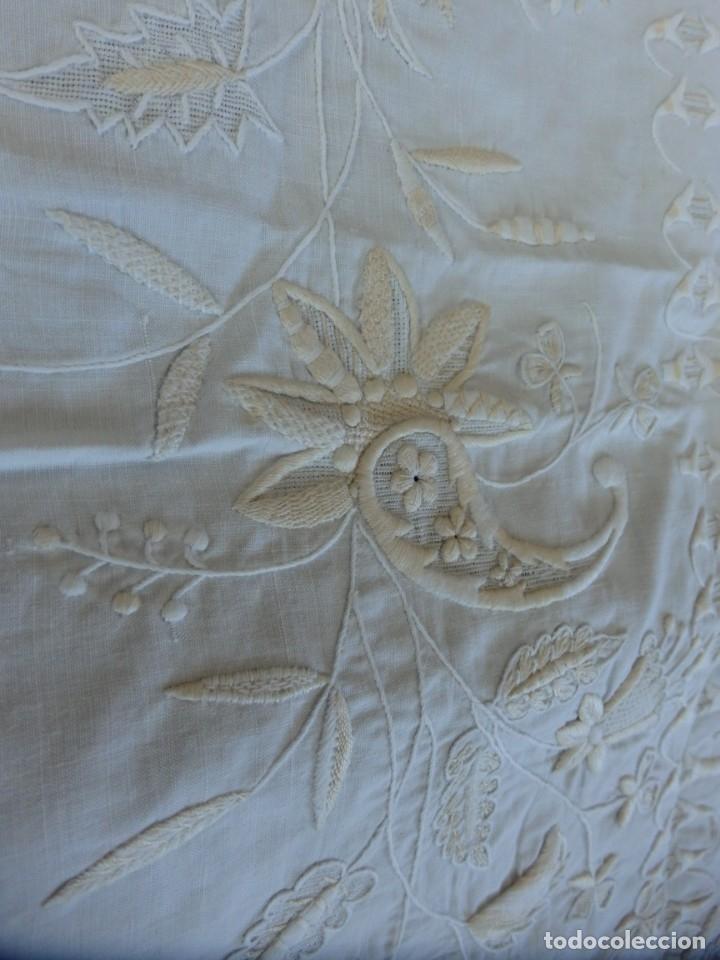 Antigüedades: Mantel de altar confeccionado en algodón, encajes y bordados. Pps. S. XX. - Foto 11 - 175550254