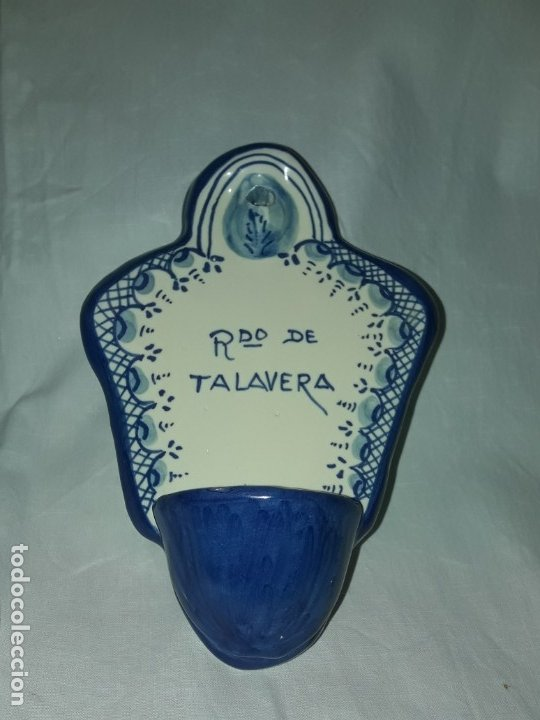 PRECIOSA BENDITERA CERÁMICA BERMEJO TALAVERA (Antigüedades - Porcelanas y Cerámicas - Talavera)