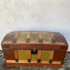 Antigüedades: BAÚL DE MADERA Y CHAPA - ANTIGUO. Lote 175555473