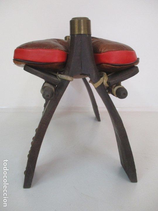 Antigüedades: Antigua Silla de Montar a Camello - Estilo Egipcia - Madera y Piel - muy Decorativa - Foto 10 - 175563232