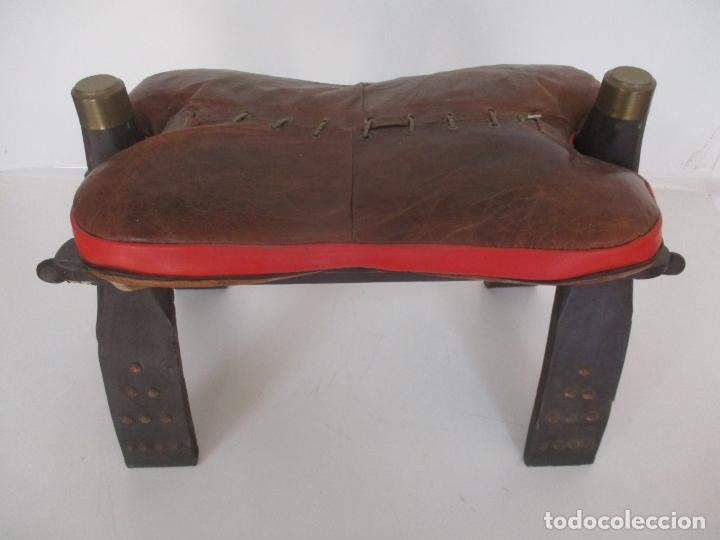 ANTIGUA SILLA DE MONTAR A CAMELLO - ESTILO EGIPCIA - MADERA Y PIEL - MUY DECORATIVA (Antigüedades - Muebles Antiguos - Sillas Antiguas)