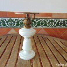 Oggetti Antichi: QUINQUE EN OPALINA BLANCA Y METAL , LE FALTA LOS CRISTALES. Lote 175564489
