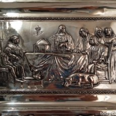 Antigüedades: ANTIGUA Y GRANDE BANDEJA CON BAÑO DE PLATA.PRESENTACIÓN DE COLÓN.MIDE 50 CMS DE LARGO X 36 CMS ANCHO. Lote 175588140