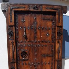 Antigüedades: PUERTA ANTIGÜA DE MADERA Y FORJA. Lote 175599310