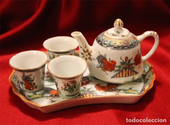 JUEGO DE BANDEJA, TETERA Y TRES VASITOS. PORCELANA DE MACAO (CHINA) (Antigüedades - Porcelanas y Cerámicas - China)