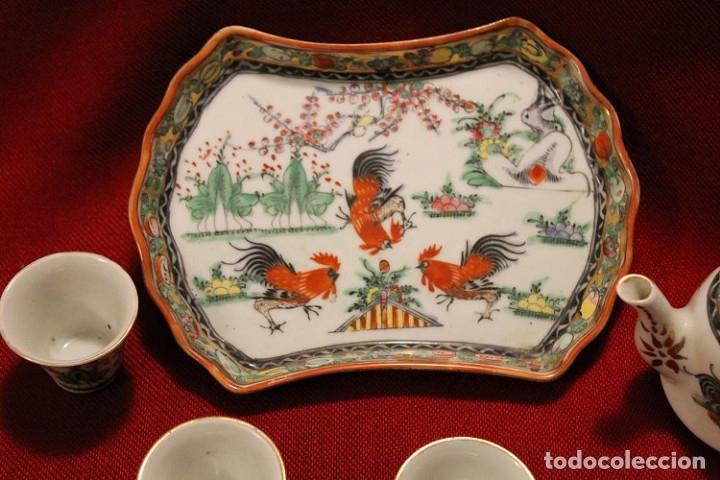 Antigüedades: Juego de bandeja, tetera y tres vasitos. Porcelana de Macao (China) - Foto 2 - 175624340