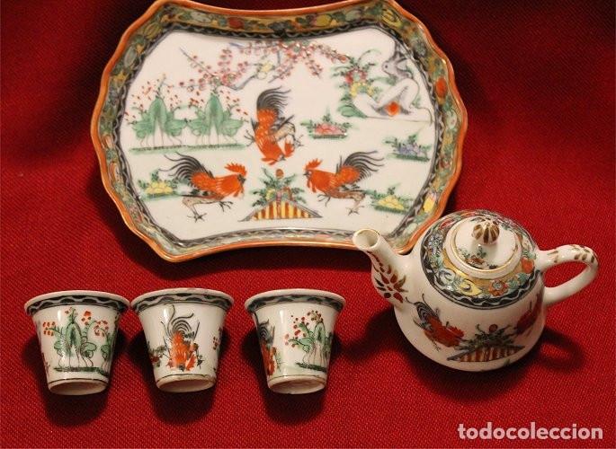Antigüedades: Juego de bandeja, tetera y tres vasitos. Porcelana de Macao (China) - Foto 5 - 175624340