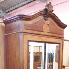 Antigüedades: ARMARIO ANTIGUO DE NOGAL.. Lote 175666905