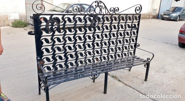 Antigüedades: Banco antiguo de hierro forjado. Banco separador celosía antigua de jardín o terraza Macetero hierro - Foto 3 - 175669229