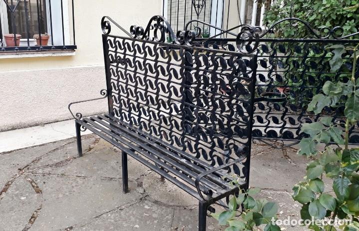 Antigüedades: Banco antiguo de hierro forjado. Banco separador celosía antigua de jardín o terraza Macetero hierro - Foto 5 - 175669229