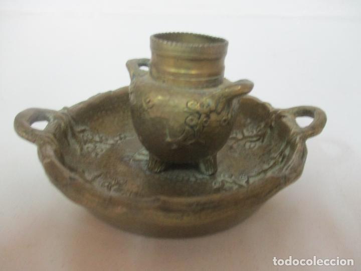 Antigüedades: Bandeja, Quemador. Incensario - Candelabro - Bronce Cincelado - Motivos Orientales - Foto 10 - 175683993
