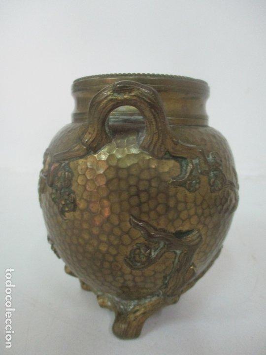Antigüedades: Bandeja, Quemador. Incensario - Candelabro - Bronce Cincelado - Motivos Orientales - Foto 12 - 175683993