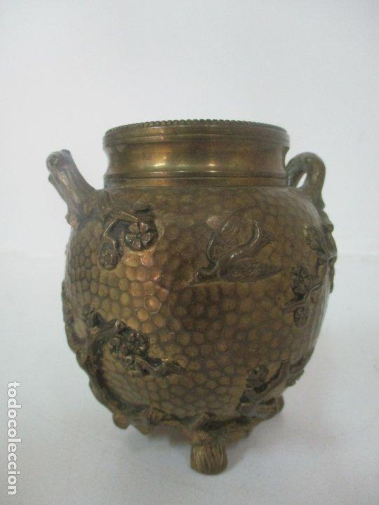 Antigüedades: Bandeja, Quemador. Incensario - Candelabro - Bronce Cincelado - Motivos Orientales - Foto 15 - 175683993