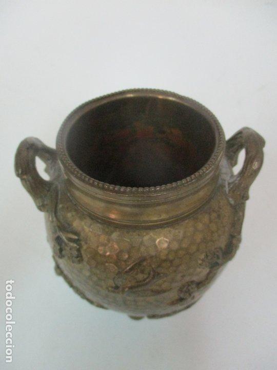 Antigüedades: Bandeja, Quemador. Incensario - Candelabro - Bronce Cincelado - Motivos Orientales - Foto 16 - 175683993