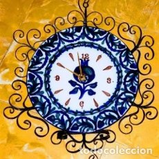 Antigüedades: EXTREMADAMENTE SINGULAR RELOJ ANTIGUO DE PARED DE CERÁMICA GRANADINA DE FAJALAUZA. Lote 175733145