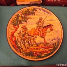 Antigüedades: ANTIGUO PLATO DE CERAMICA DE TALAVERA MOTIVO ESCENA DEL QUIJOTE FIRMADO BERMEJO. Lote 175736367