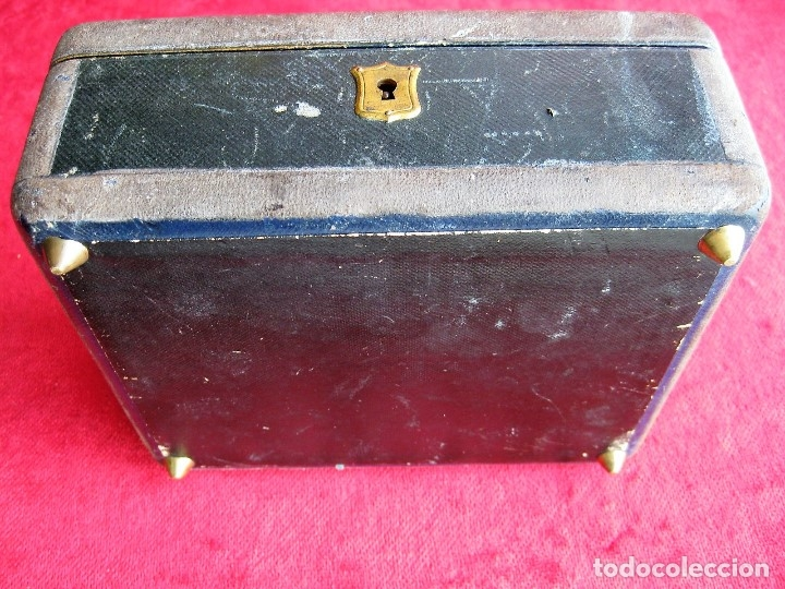 Antigüedades: MUY ANTIGUO JOYERO DE MADERA FORRADO CON INTERIOR EN RASO CAPITONÉ, DECORADO A MANO - Foto 7 - 175740548