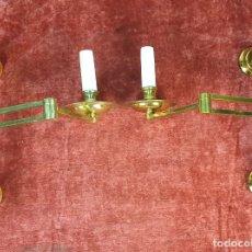 Antigüedades: PAREJA DE APLIQUES. METAL DORADO. REGULABLES Y ARTICULADOS. SIGLO XX. . Lote 175741542