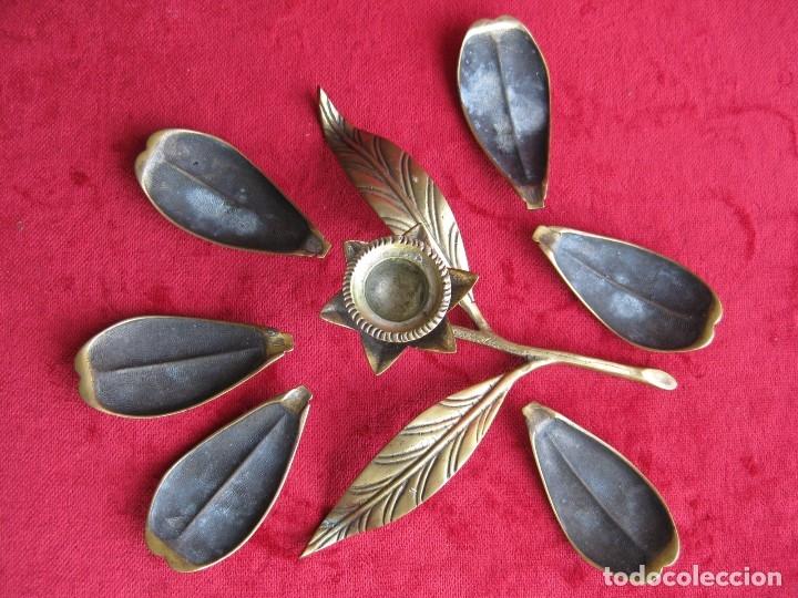 Antigüedades: PORTAVELAS, CANDELABRO FORMA DE FLOR CUYOS PÉTALOS SE CONVIERTEN EN CENICEROS. BRONCE MACIZO - Foto 3 - 175741639