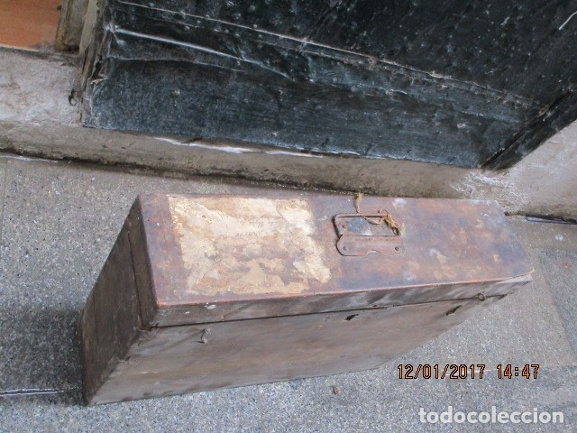Antigüedades: ANTIGUA CAJA GRANDE DE MADERA PRINCIPIOS DE SIGLO CON CERRADURA - Foto 5 - 175748662