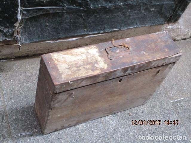 Antigüedades: ANTIGUA CAJA GRANDE DE MADERA PRINCIPIOS DE SIGLO CON CERRADURA - Foto 8 - 175748662
