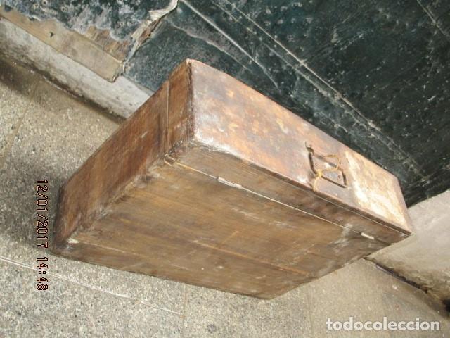 Antigüedades: ANTIGUA CAJA GRANDE DE MADERA PRINCIPIOS DE SIGLO CON CERRADURA - Foto 3 - 175748662