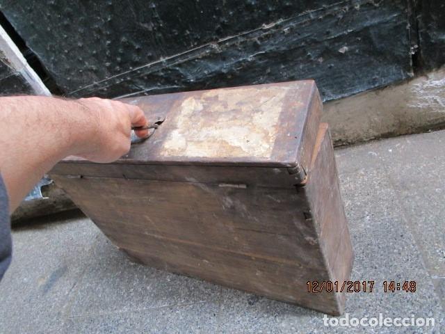 Antigüedades: ANTIGUA CAJA GRANDE DE MADERA PRINCIPIOS DE SIGLO CON CERRADURA - Foto 14 - 175748662