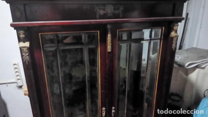 Antigüedades: vitrina estilo imperio- - Foto 2 - 175759327