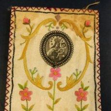 Antigüedades: ESCAPULARIO BORDADO VIRGEN DEL CARMEN. MEDIDAS 9,50 X 7,50 CM. Lote 175767310