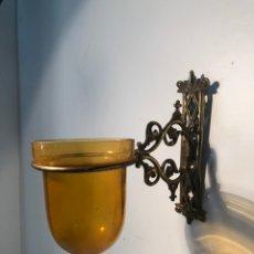 Antigüedades: LAMPARA DE MARIPOSAS DE PARED DE BRONCE ANTIGUA.. Lote 175774592