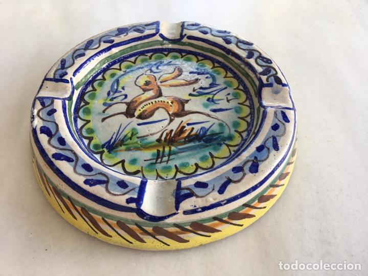 CENICERO CERÁMICA TRIANA FIRMADO POR ARTISTA (Antigüedades - Porcelanas y Cerámicas - Triana)