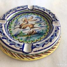 Antigüedades: CENICERO CERÁMICA TRIANA FIRMADO POR ARTISTA. Lote 175778583