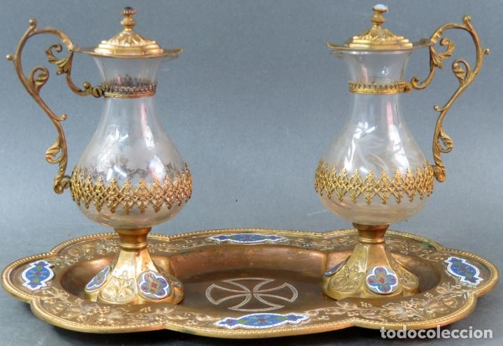 Antigüedades: Vinajeras litúrgicas neogóticas en metal dorado y cristal grabado al ácido hacia 1900 - Foto 2 - 175780722
