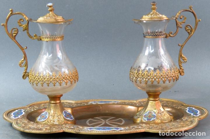 Antigüedades: Vinajeras litúrgicas neogóticas en metal dorado y cristal grabado al ácido hacia 1900 - Foto 3 - 175780722