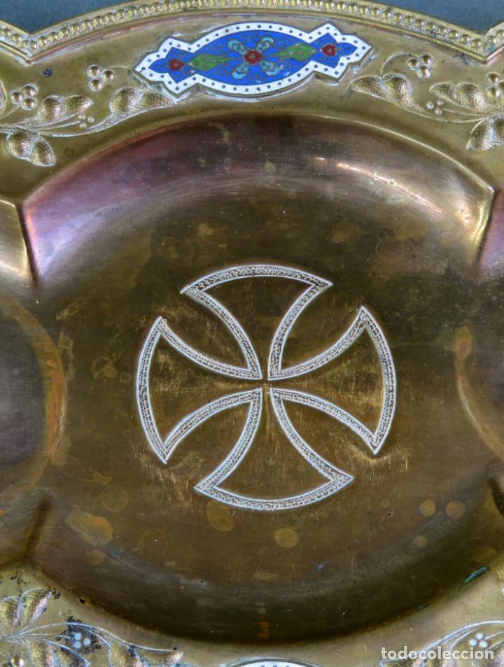 Antigüedades: Vinajeras litúrgicas neogóticas en metal dorado y cristal grabado al ácido hacia 1900 - Foto 8 - 175780722